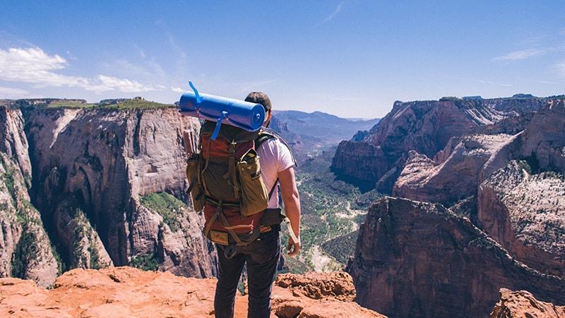 Samotne podróżowanie nie musi być straszne – sprawdź podstawowe zasady, których musisz przestrzegać