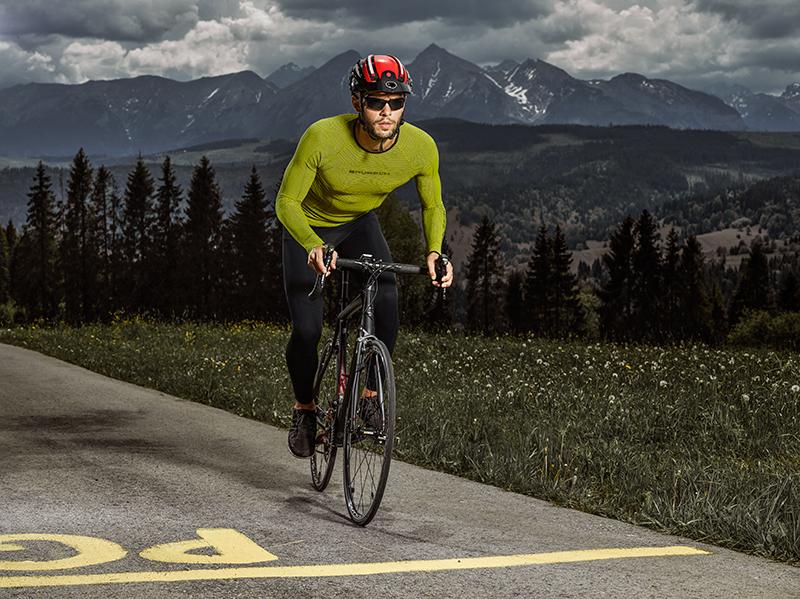 Termoaktywna odzież dla sportowców: jak wybrać lekką bluzę termoaktywną?