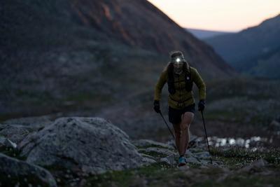Bieganie nocą – czy jest polecane i jak zadbać o swoje bezpieczeństwo? Jak wygląda bieganie nocą po górach bądź lesie?