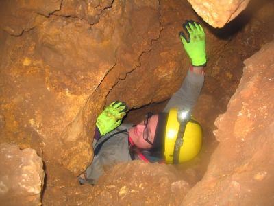 Odkrywanie i eksploracja jaskiń. Jak się przygotować do bezpiecznego penetrowania jaskiń
