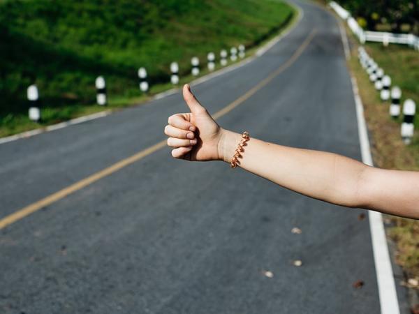 Planujesz podróż autostopem? Dowiedz się, jak się do niej dobrze przygotować!