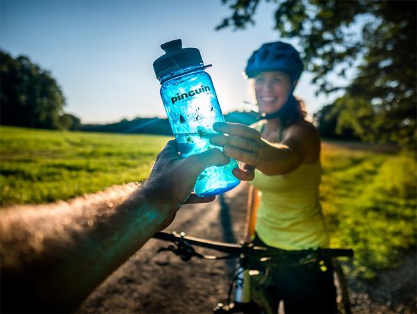Butelka na wodę w góry i na inne wyprawy. Na co zwrócić uwagę przy wyborze butelki turystycznej?