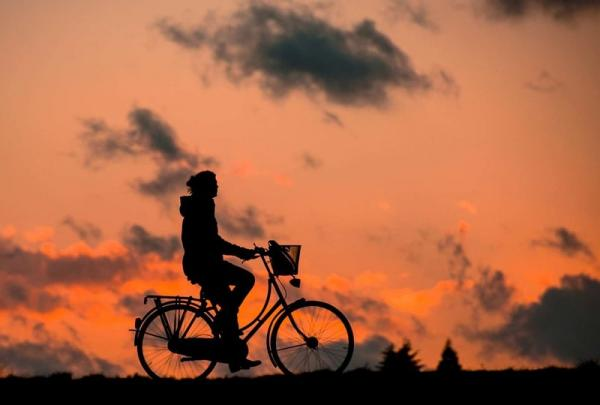 Dojazd rowerem do pracy w kobiecym stylu i z pasją