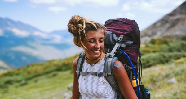 Jak spakować plecak turystyczny przed wyjściem w góry? Kilka prostych zasad, które warto znać