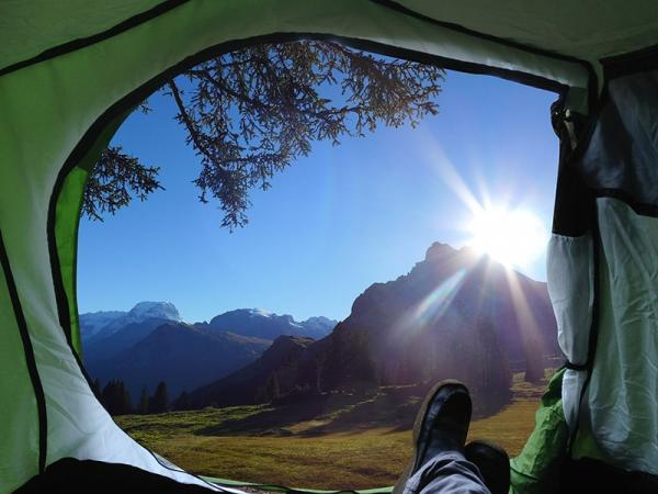 Karimata, materac czy mata samopompująca - na czym spędzić nocleg pod namiotem?
