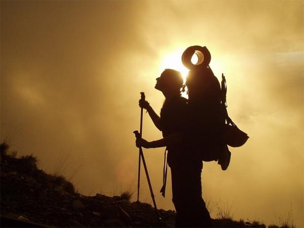 Kije trekkingowe w górach - moda, czy wygoda? Jakie kije trekkingowe wybrać?