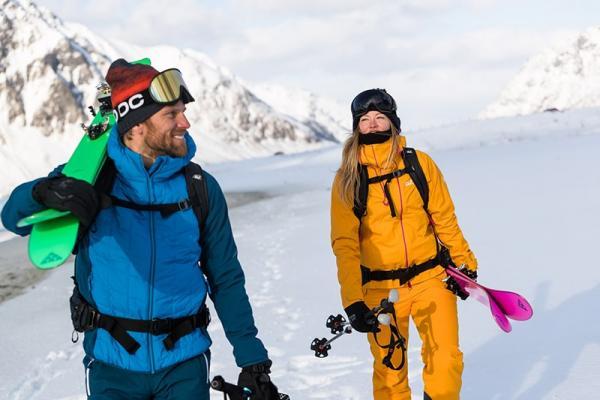 Jak dobrać najlepszą kurtkę narciarską czy snowboardową? Najważniejsze funkcjonalności i cechy idealnej kurtki na stok