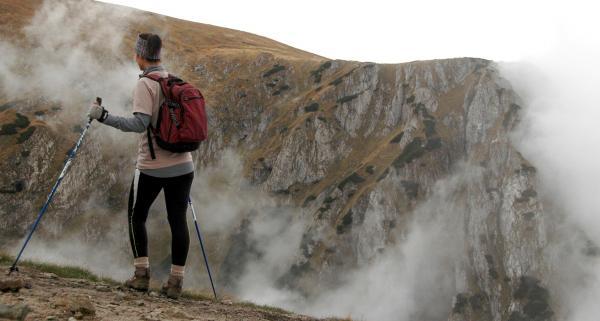 Nordic walking – czy warto chodzić z kijkami? Kto powinien zainteresować się marszem z kijkami?