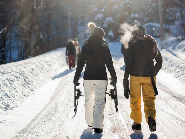 Odzież narciarska – jakie powinna mieć cechy? Warto kupić czy wypożyczyć odzież narciarską?