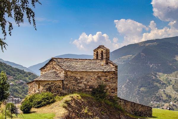 Pireneje: zachwycające pasmo górskie, które trzeba zobaczyć
