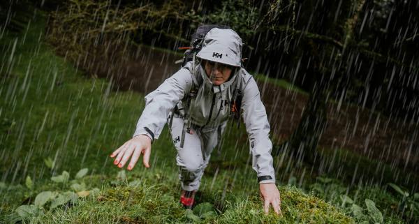 Ochrona przed deszczem w górach: jaka odzież przeciwdeszczowa sprawdzi się najlepiej?