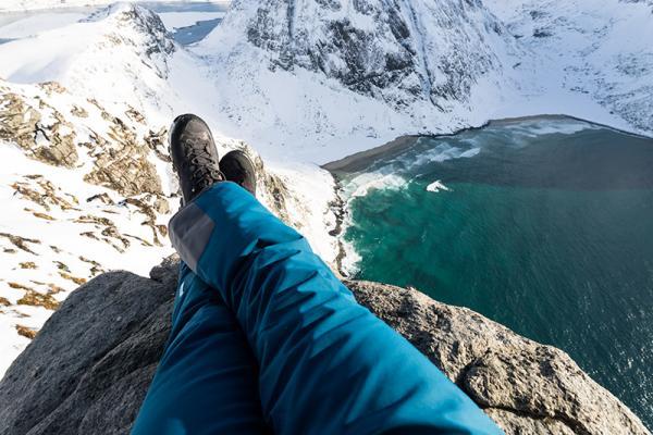 Spodnie zimowe w góry – Jak wybrać odpowiednie i które najlepiej sprawdzą się podczas trudnych zimowych przygód?