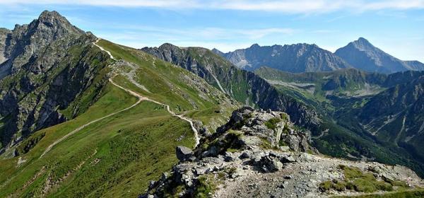 Jesteś miłośnikiem górskich wędrówek? Dowiedz się więcej o szczytach Tatr!