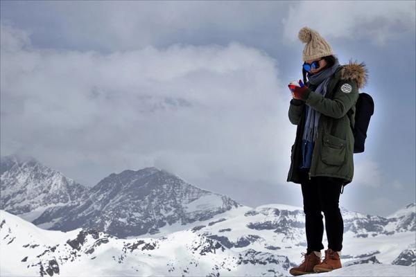 Jak naładować telefon w górach - czyli z czym mierzymy się podczas wakacyjnych wypraw