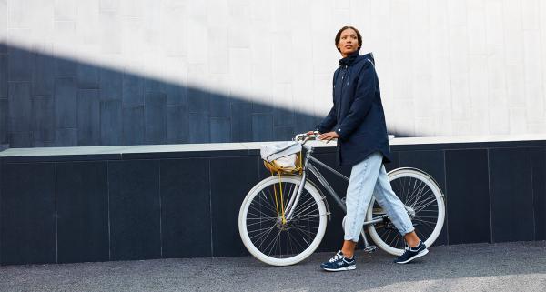 Co to znaczy urban outdoor? Czy warto nosić ubrania marek outdoorowych na co dzień?