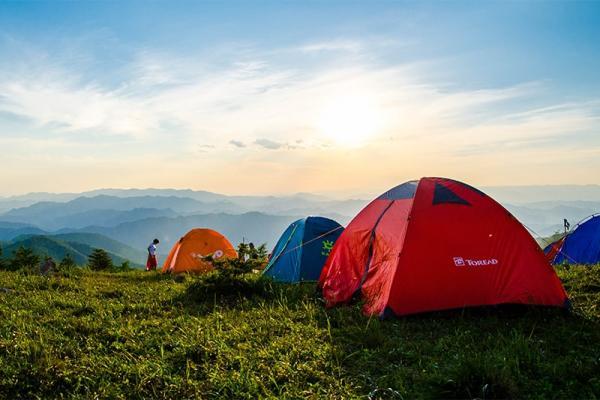 Wakacje pod namiotem w Polsce - jakie miejsce wybrać i o czym warto pamiętać?