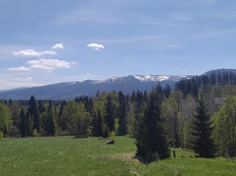 Śnieżka – najwyższy szczyt Karkonoszy. Przydatne informacje odnośnie najwyższego szczytu Sudetów