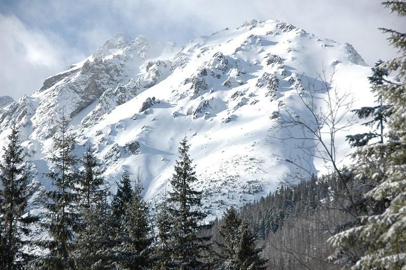 Planujesz wyprawę na najwyższy szczyt Tatr? Sprawdź, co warto wiedzieć przed rozpoczęciem wędrówki!