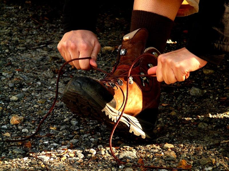 jak wiązać buty w góry