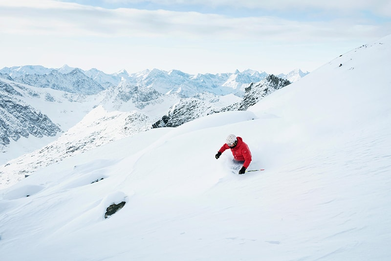 zjazd na na nartach w terenie lawiniastym