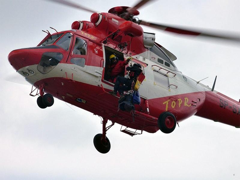 śmigłowiec TOPR podczas akcji ratunkowej