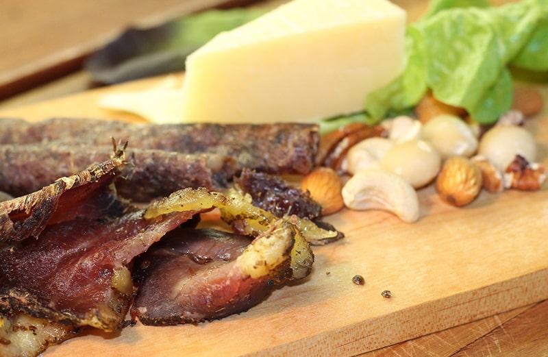 posiłek z suszoną wołowiną