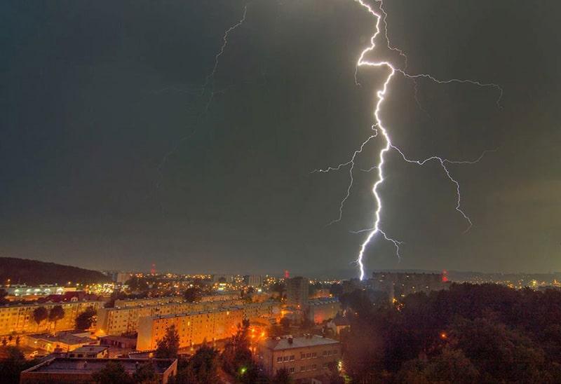 jak rozpoznać zmianę pogody - Wyładowanie doziemne nad Gdynią