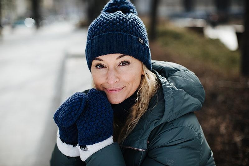 Martyna Wojciechowska w zimowej czapce Jack Wolfskin