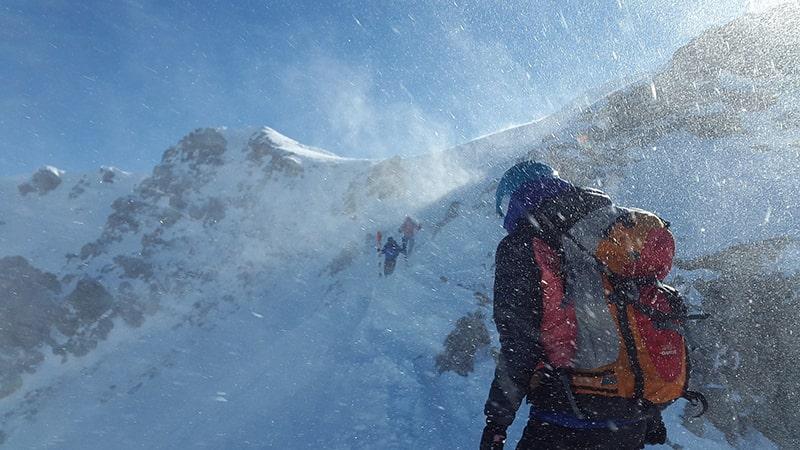 zima w górach i lawiny