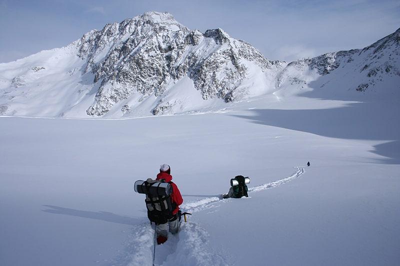 zimowe podejście w terenie zagrożonym lawinami