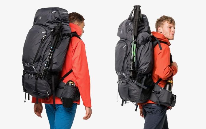 jak przytroczyć kijki trekkingowe do plecaka