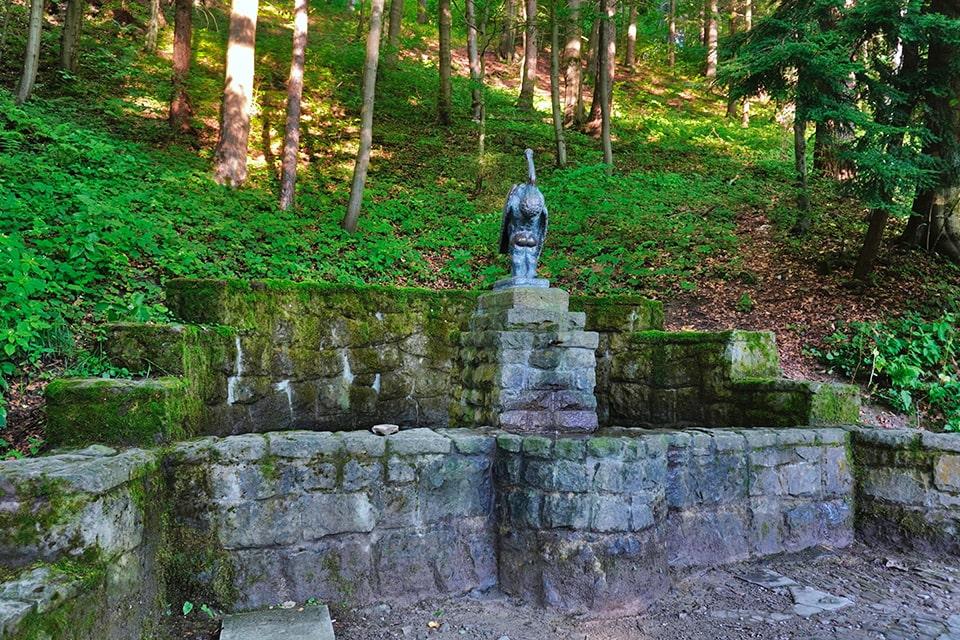 Krynica Zdrój - Góra Parkowa|Źródło Bocianówka, Mach240390 - praca własna [CC BY 4.0 (https://commons.wikimedia.org/w/index.php?curid=108187507)]