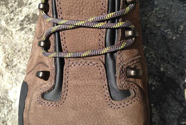sposoby wiązania butów górskich