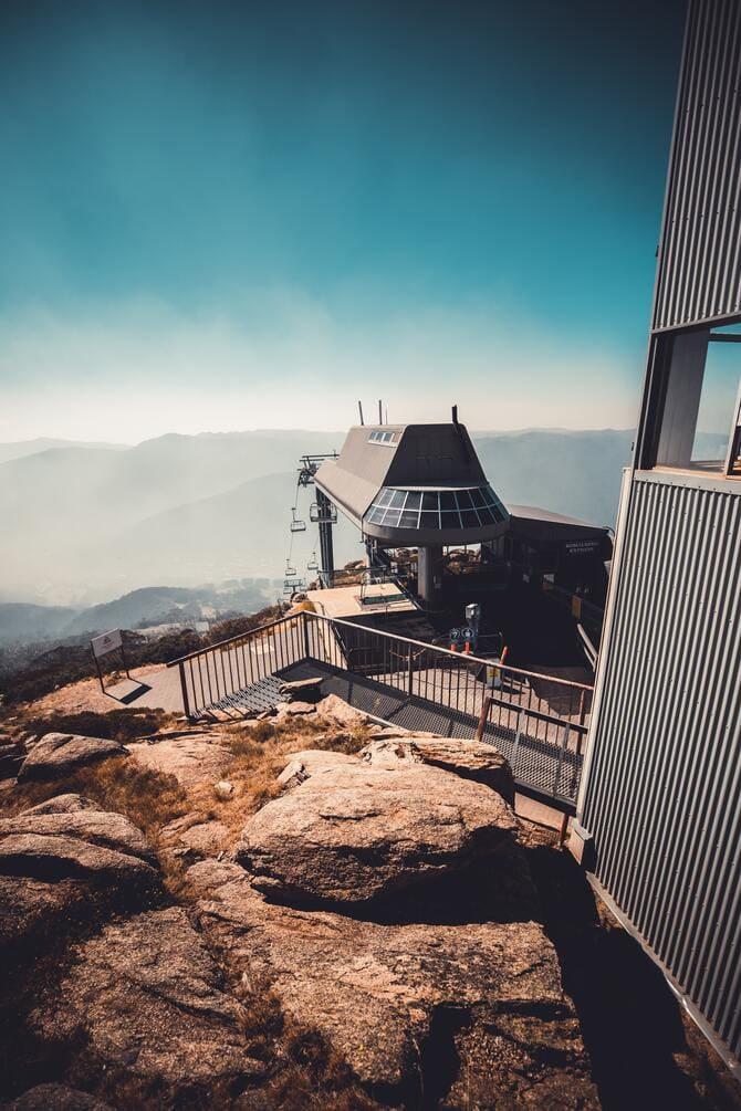 góra Kościuszki wysokość |Górna stacja wyciągu krzesełkowego przy Eagles Nest Mountain Hut.