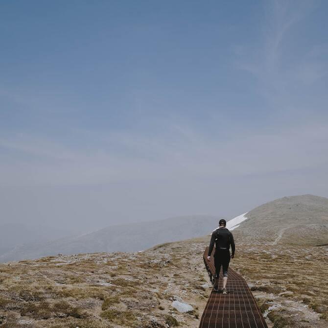 zdobywca góry Kościuszki |Ścieżka z metalowej kraty przed Rawson Pass.