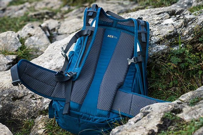 Na pierwszym zdjęciu plecak Moab Jam 30 z systemem AC Tight