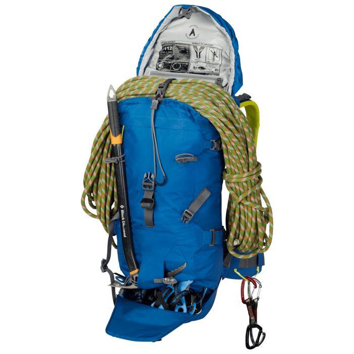 jaki plecak w góry |Plecak wspinaczkowy z wzmocnionym miejscem na raki, specjalną kieszenią na czekan, szpejarkami przy pasie i mocowaniami na narty skiturowe.