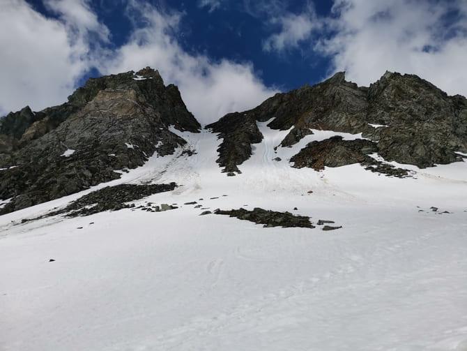 grossglockner  Ściany Freiwandspitze (2919 m n.p.m.) oraz Fanotkogel (2905 m n.p.m.) wzdłuż drogi do Studhütte. Fot. Marta Baros.