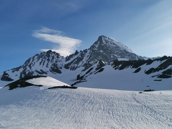  Grossglockner widziany z lodowca Teischnitzkees. Po prawej grań Stüdlgrat. Fot. Marta Baros.