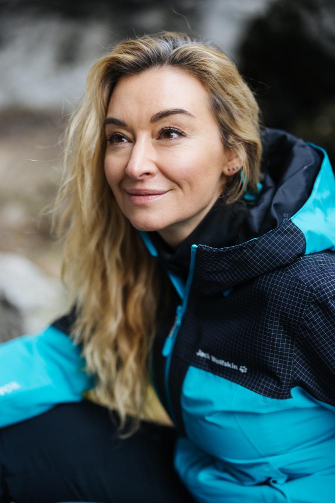 nowości jack wolfskin 2021  Martyna Wojciechowska ma na sobie kurtkę DNA Rhapsody 3in1.