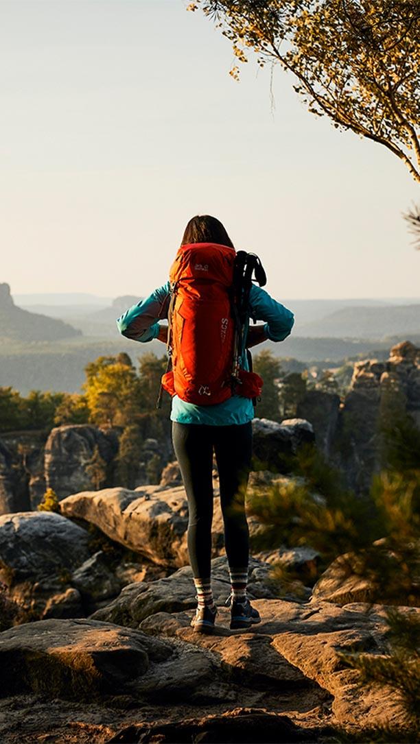 Kobieta z plecakiem Jack Wolfskin